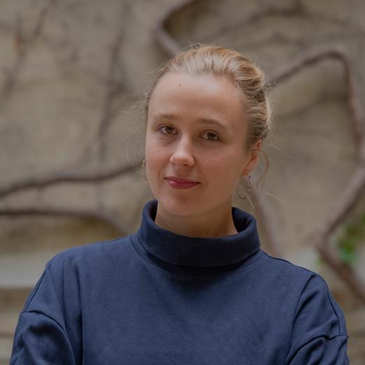 """Videoreihe """"Drei Fragen an …"""" – Kostüm- und Bühnenbildnerin Petra Schnakenberg"""